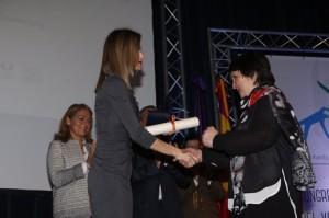 Letizia awarding Concepción Basabe, representing the Gorabide Association