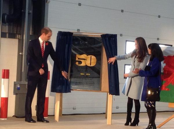 Will and Kate unveil plaque