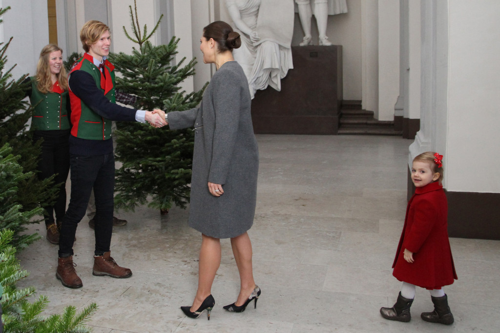 Crown Princess Victoria and Princess Estelle receive Christmas trees