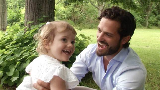 Prince Carl Philip and Estelle SVT Aret med Kungafamiljen