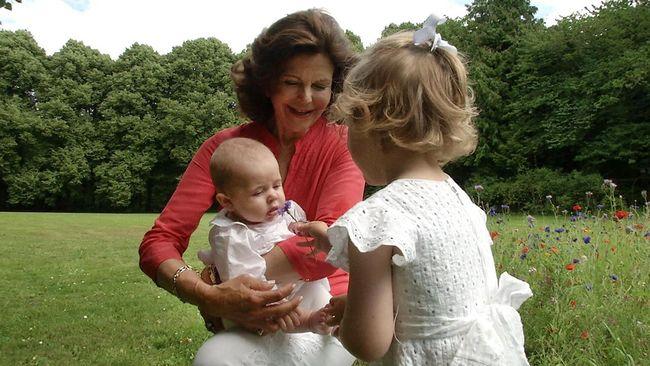 Queen Silvia, Princess Estelle, Princess Leonore SVT Aret med Kungafamiljen