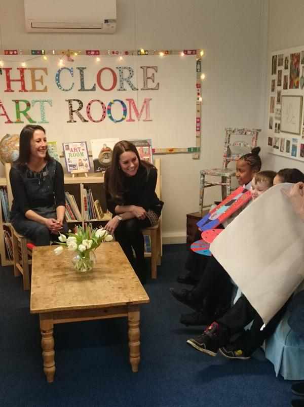 Kate talks to kids about their art 1