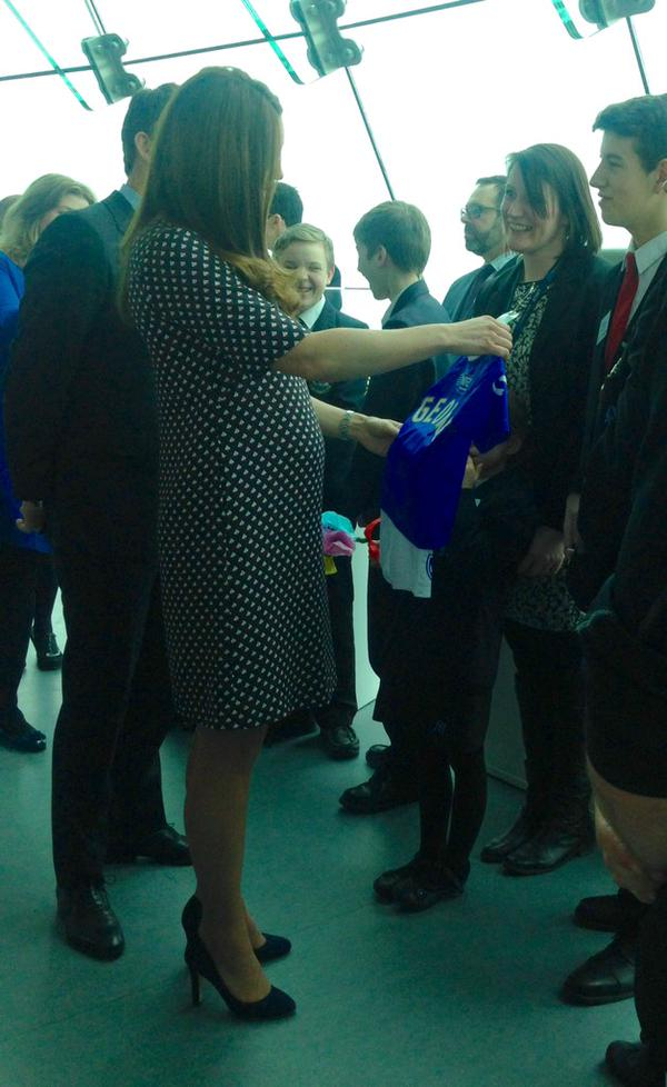 Kate receives Pompey jersey for George