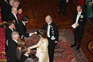 King and Queen welcome guests at official dinner