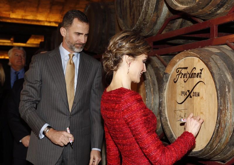 Letizia signs barrel at Cavas Freixenet