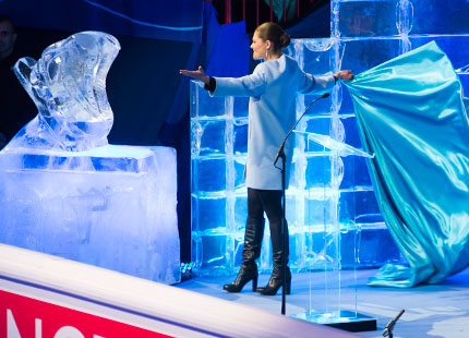 Victoria unveils ice sculpture