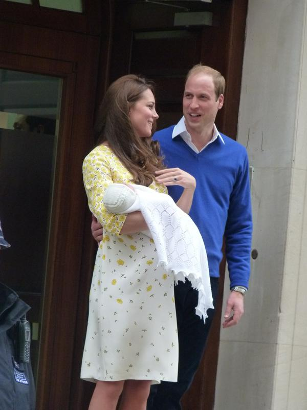 Kate and William present Princess Cambridge 2