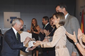 Letizia hands out journalism award