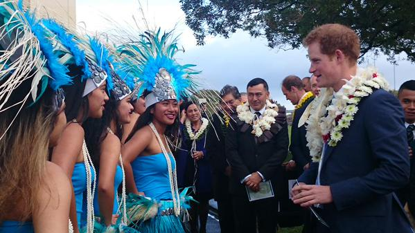 Prince Harry meeting Cook Islands dancers 1