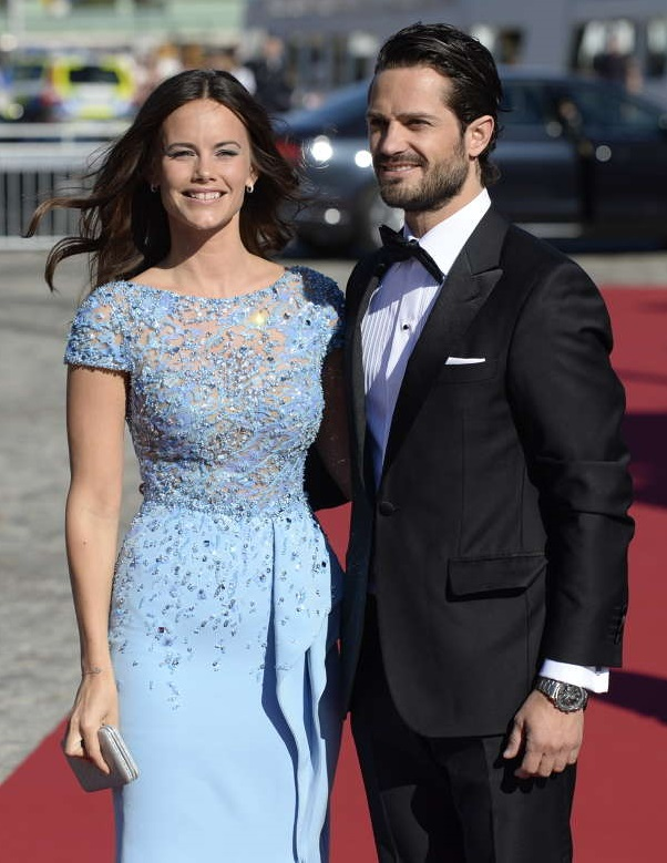 Sofia Hellqvist and Prince Carl Philip arrive at pre-wedding dinner sm