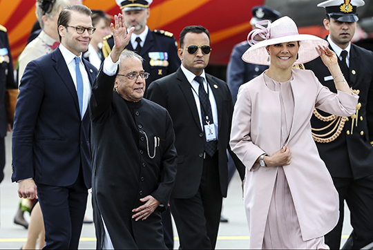 Sweden State Visit from India Victoria and Daniel greet President