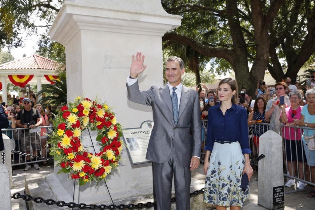 Letizia and Felipe at monument to Spanish constitution of 1812