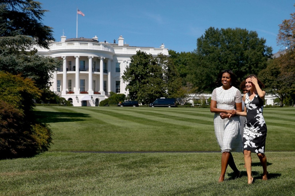 Letizia and Michelle Obama walk gardens of White House