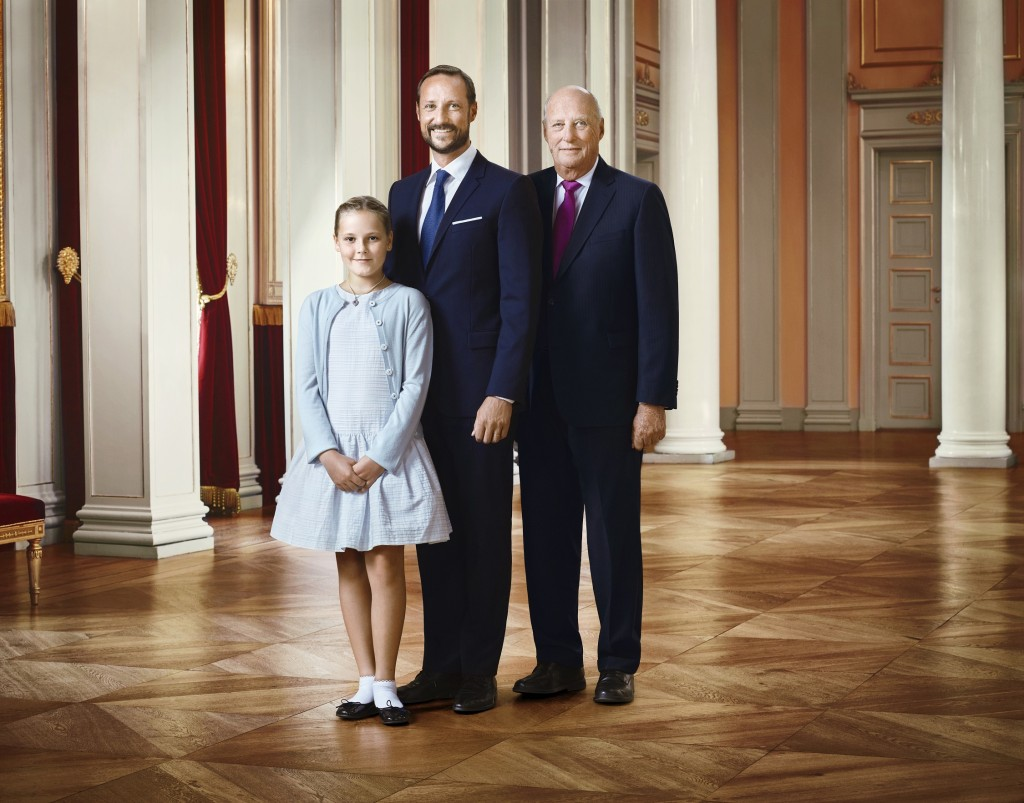 Royal Family of Norway official portrait Jan 2016 2 s