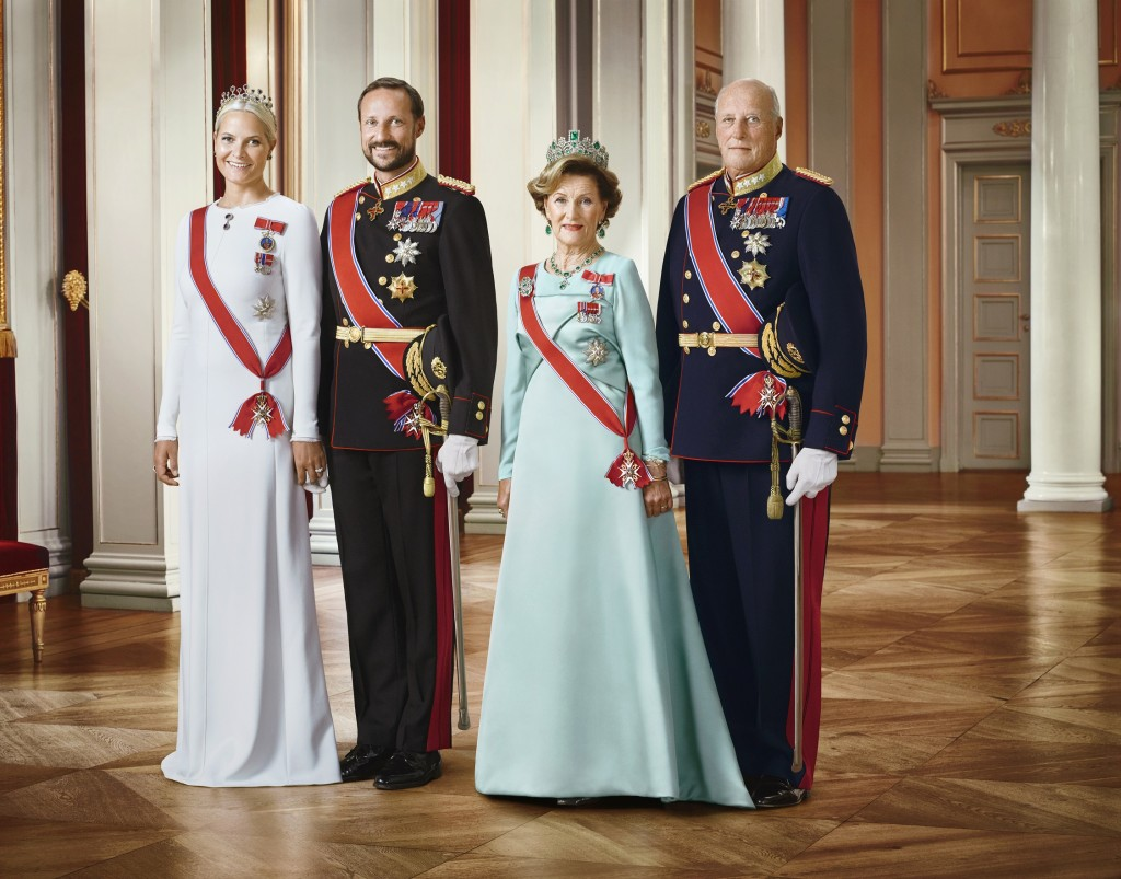 Royal Family of Norway official portrait Jan 2016 s