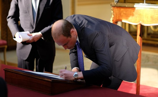 William signing declaration