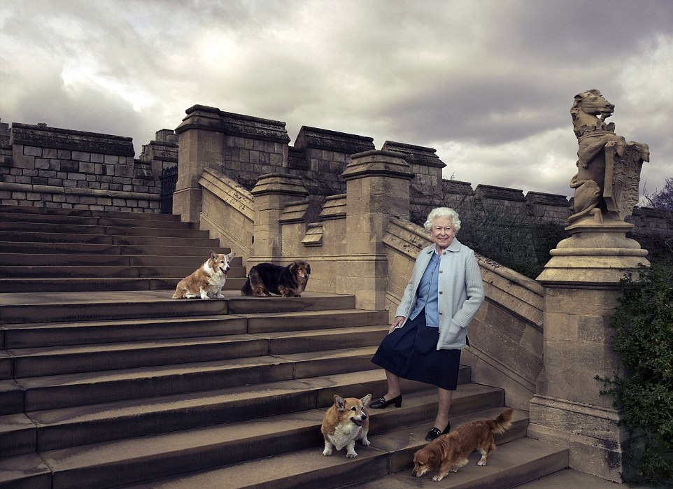 Queen's 90th birthday photo with corgis l