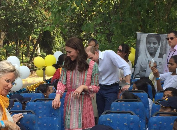 William and Kate take open top bus tour 1