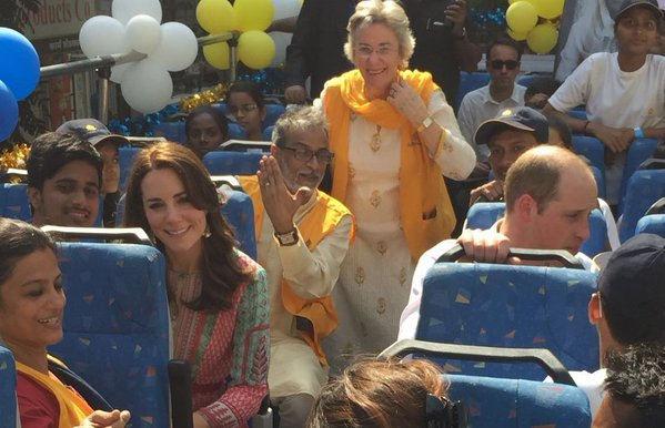 William and Kate take open top bus tour 2