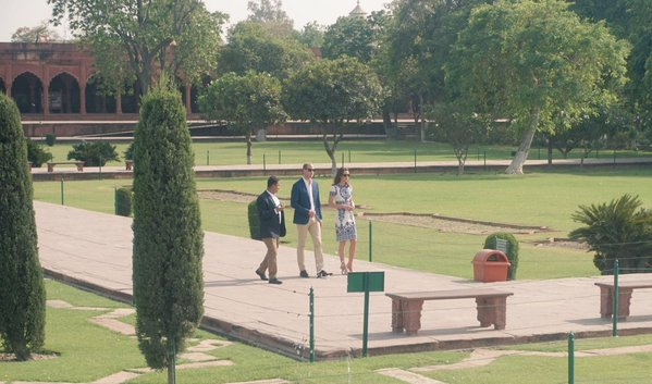 William and Kate walk grounds of Taj Mahal