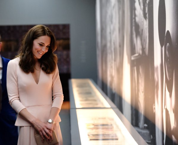 Kate views Vogue 100 exhibit