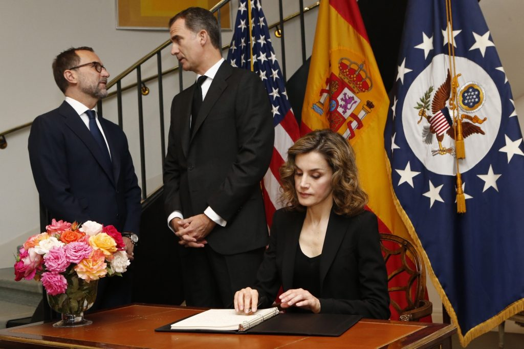 Letizia signs book of condolence for Orlando