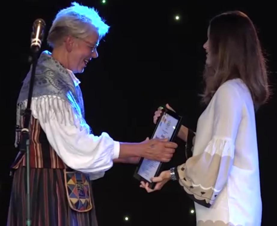 Sofia presents award at Swedish Heritage 100