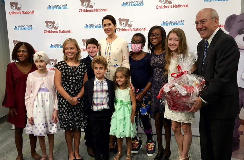 crown-princess-mary-at-childrens-national-medical-center-sept-2016