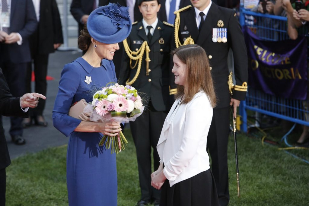 kate-receives-flowers-at-official-welcome