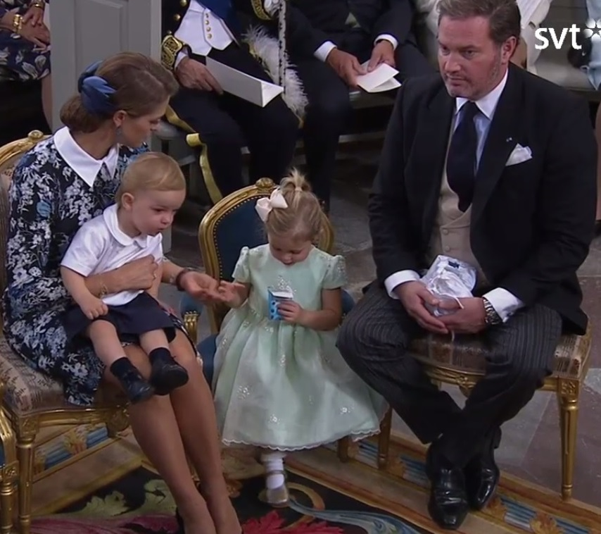 leonore-has-snacks-at-prince-alexanders-christening-s