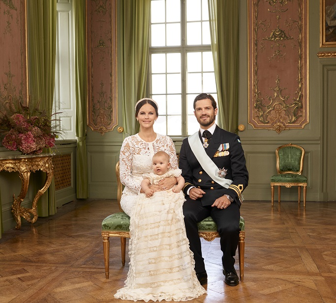 prince-alexander-christening-family-photo-s