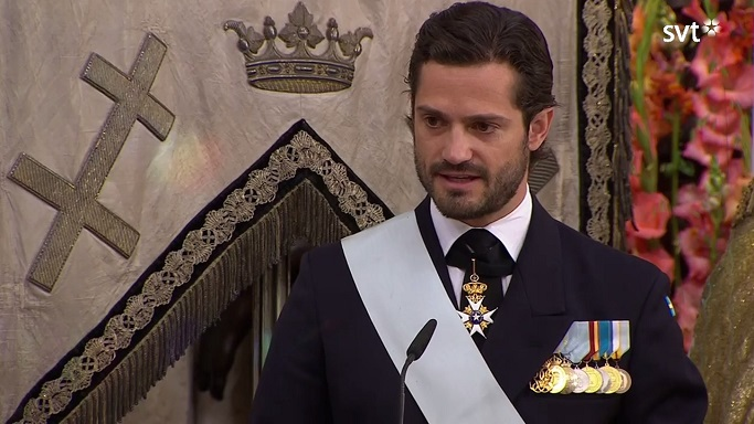prince-carl-philip-speaks-at-prince-alexanders-christening-s