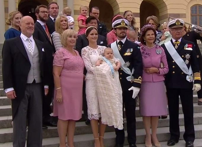 royal-family-poses-outside-palace-after-alexanders-christening-s