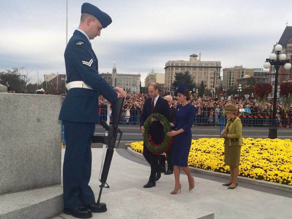 william-and-kate-lay-wreath-at-the-cenotaph-at-the-bc-parliament-buildings