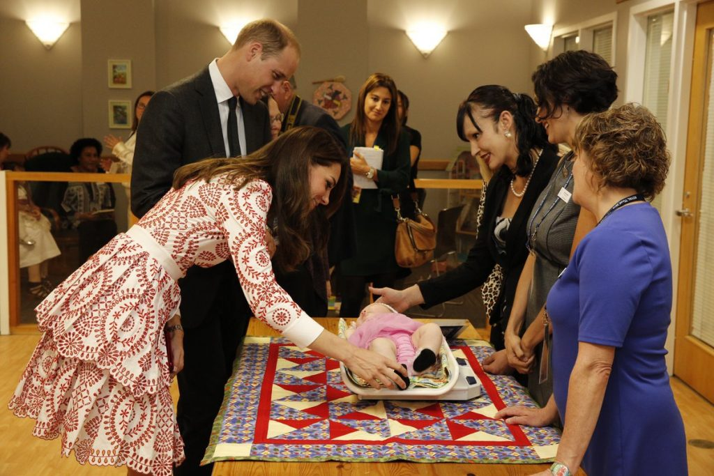 william-and-kate-meeting-a-baby-at-sheway