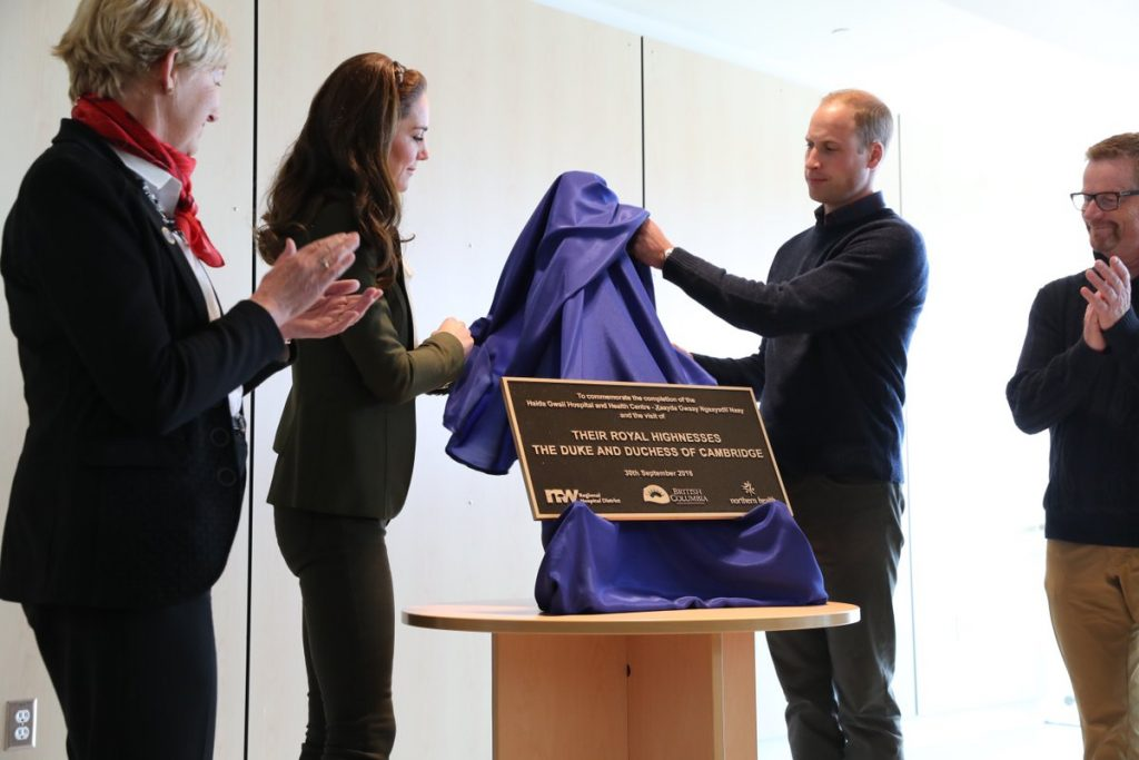 william-and-kate-unveil-plaque-at-haida-gwaii-hospital-and-health-centre