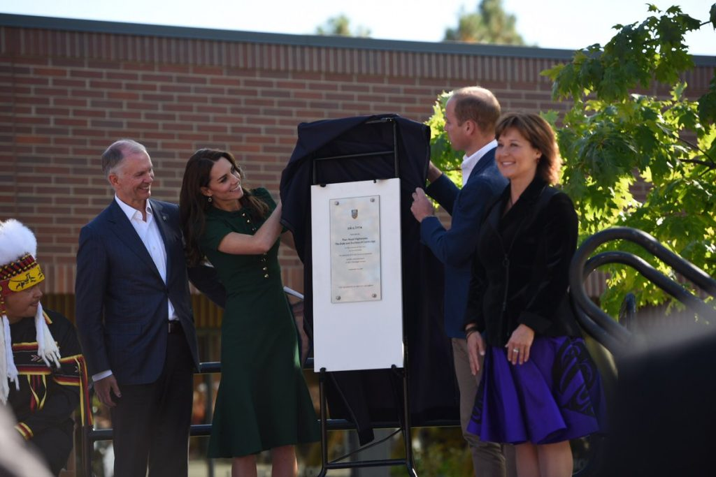 william-and-kate-unveil-plaque-at-ubc-2