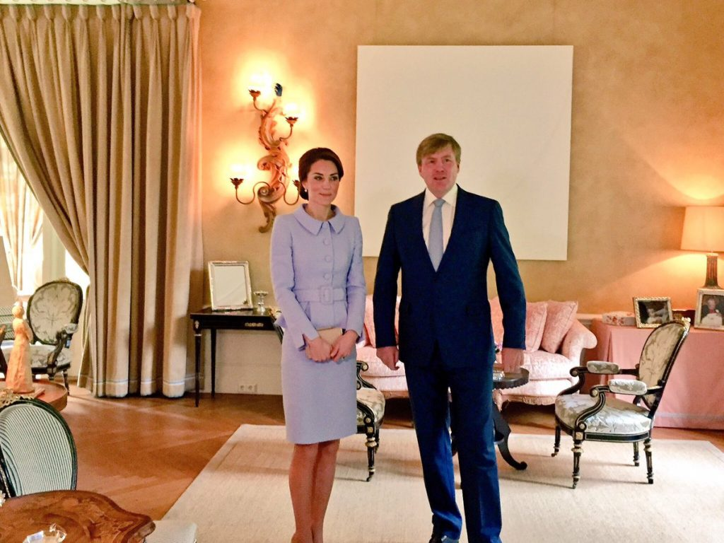 kate-middleton-meets-king-willem-alexander-in-the-netherlands-2