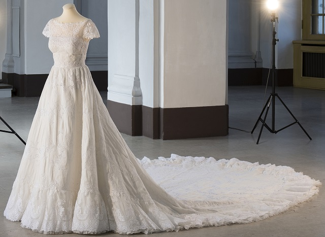 princess-madeleine-wedding-gown-cp-s