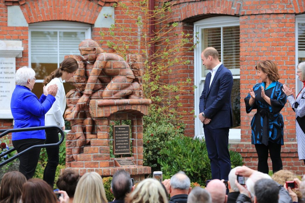 william-and-kate-unveil-momument-on-day-8-of-canada-tour