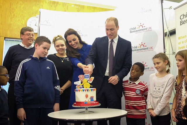 William and Kate cut cake at Child Bereavement UK Jan 2017 s