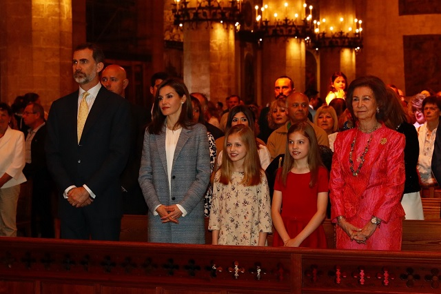 Spanish royals attend Easter Mass 2017