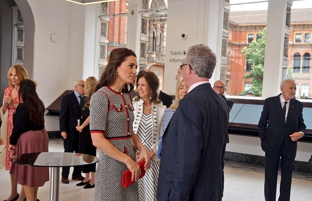 Kate meets guests at V&A