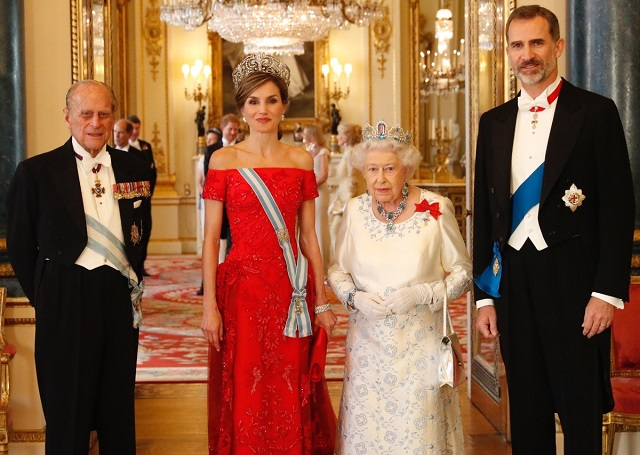 Felipe, Letizia with Queen, Philip at State Banquet UK State Visit 2017 cs