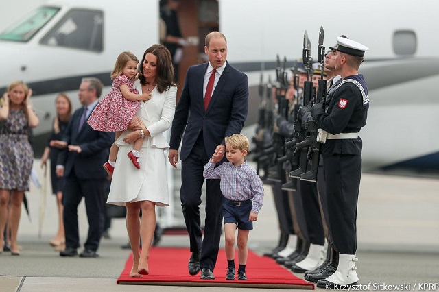 William, Kate, George, Charlotte arrive in Poland s