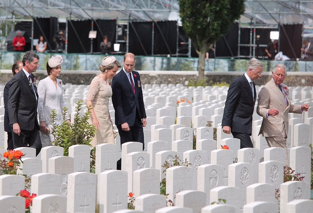 William, Kate, Charles, Philippe, Mathilde at Tyne Cot Cemetery cs