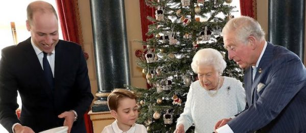 BP releases photos of The Queen & her heirs for Christmas