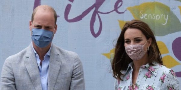 William & Kate play arcade games in Wales